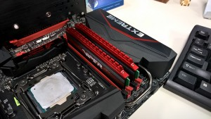 Patriot Viper 4 DDR4 2400MHz Quad Channel Kit installed X 99 RAMPAGE V EXTREME 4