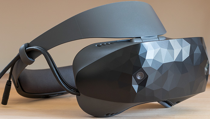 Escape inside the ASUS HC102 Windows Mixed Reality Headset